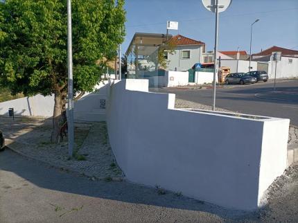 Espaço Público - Pintura e Reparação de Muros e Muretes