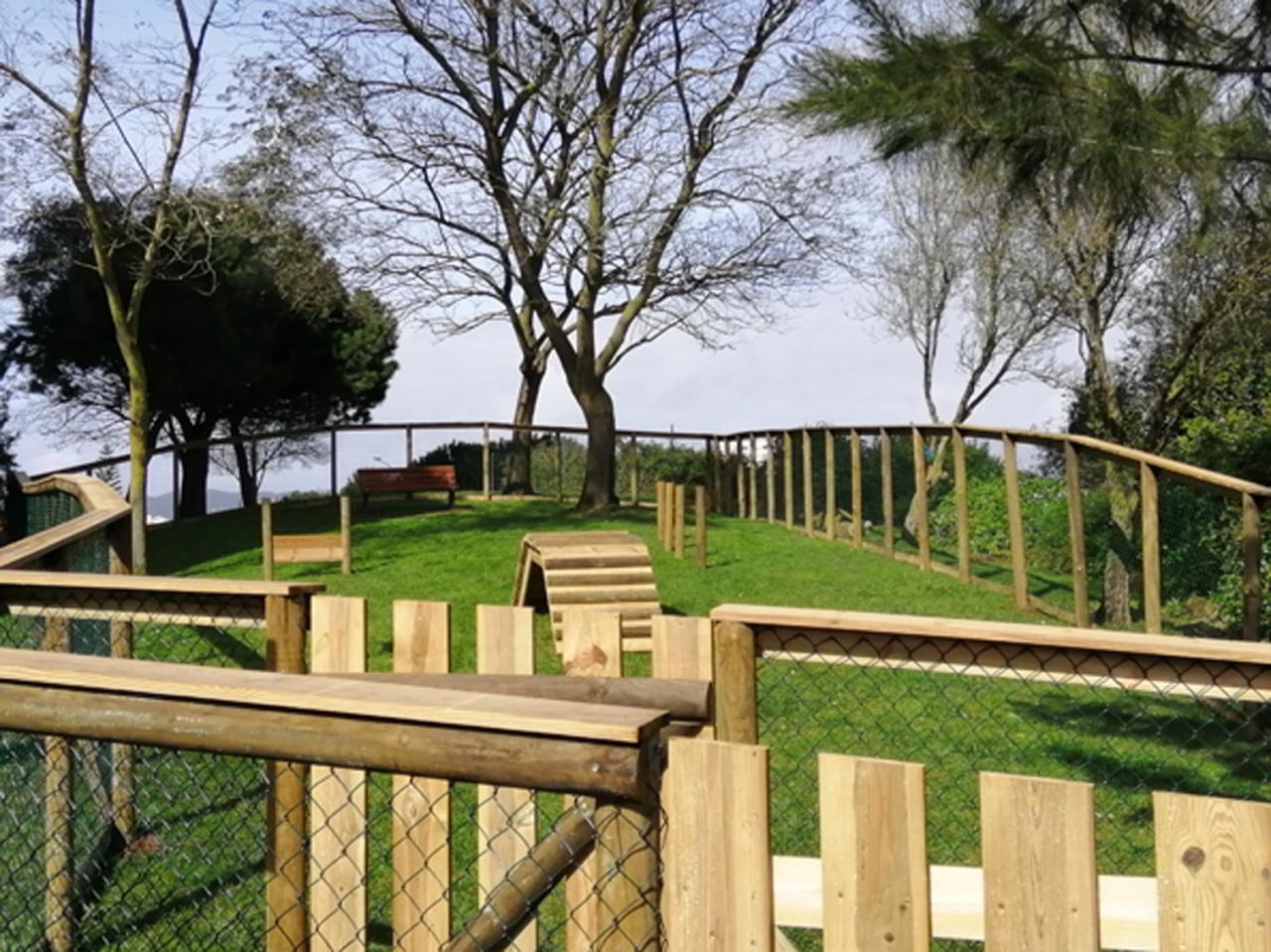 Parques Caninos encontram-se temporariamente encerrados - Surto da Tosse do Canil