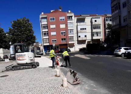 Obras de requalificação e pavimentação da Rua de Vale Mourão no Cacém