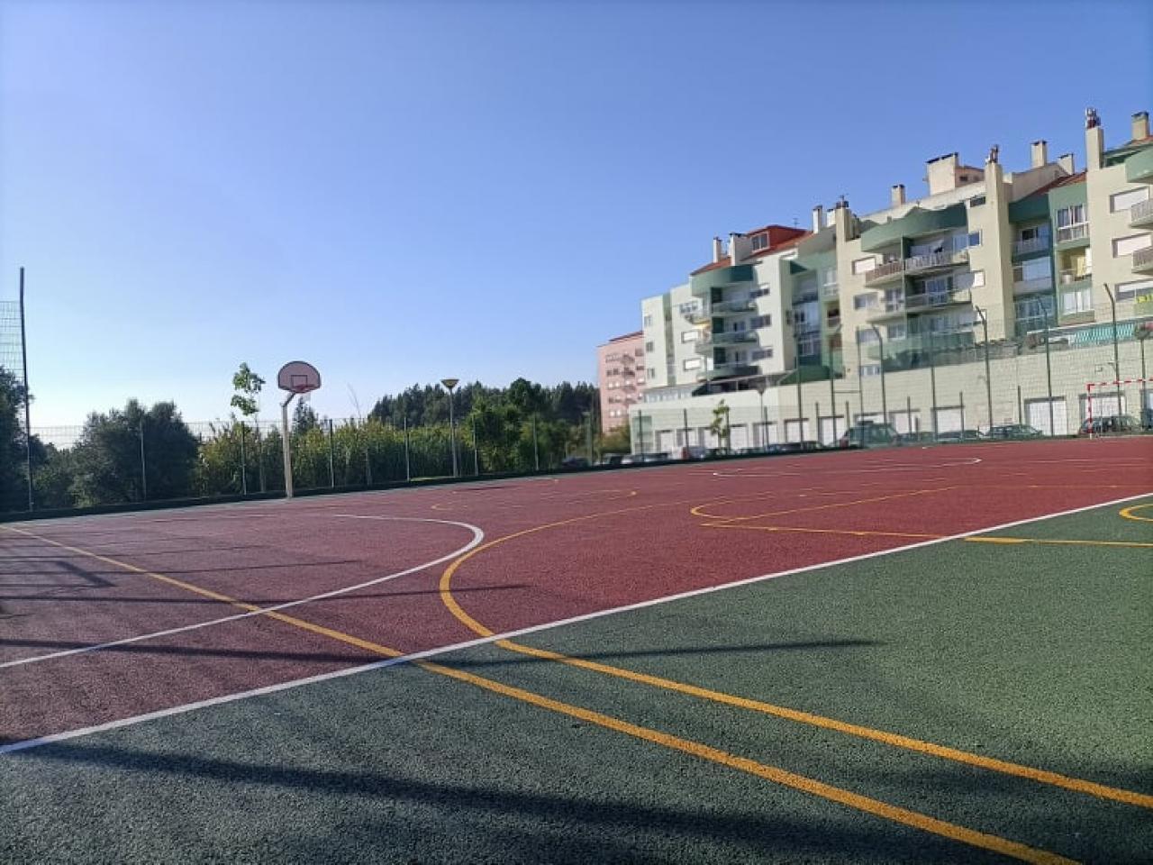 A Freguesia tem um novo campo para a prática de basquetebol ao ar livre
